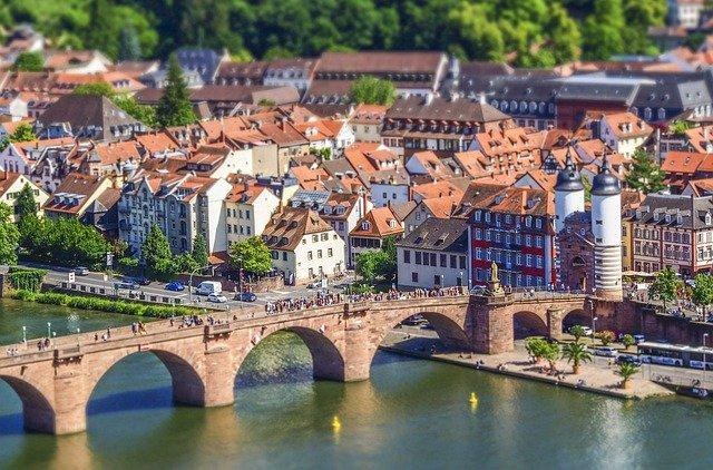 in Heidelberg - Detektive der Detektei Argusdetect übernehmen in Heidelberg